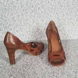 Franco Sarto Koala Size 81/2 Color Tan